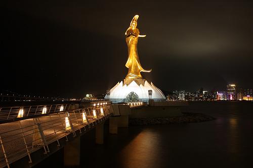 Guan-Yin-Statue-at-Night